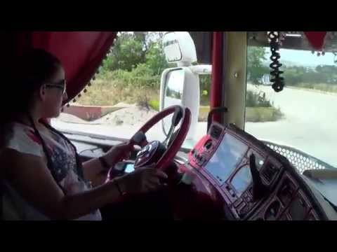 Η Χριστίνα στο τιμόνι του 164!