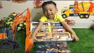 Nhật Nam bóc hộp đồ chơi máy xúc, máy bay, xe trộn bê tông, Nam Kids tv