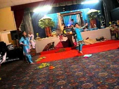 Ashi & Umars Mehndi Dance - Medley CholiRinga RingaMaa Da LadlaAahun...