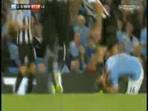 manchester city-newcastle united 2-0 steven taylor sent off amazing foul