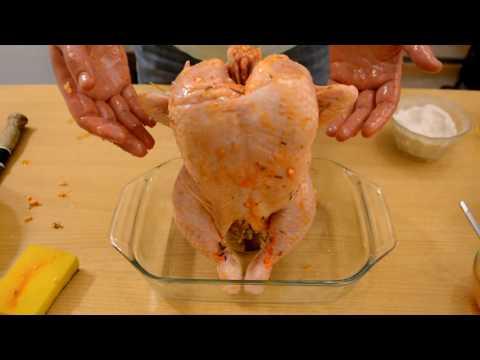 Курица на пивной банке в остром соусе чили.