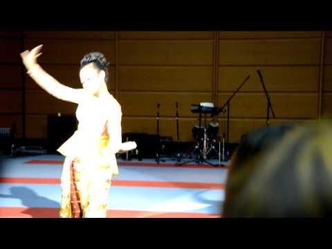 Tari Jaipong ``kembang Tanjung`` Santi S Sanjaya Di Jepang video