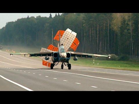 В Минской области четыре военных самолета совершили посадку на трассу