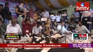 గుజరాత్లో సింగర్పై నోట్ల వర్షం | Money Showered On Gujarati Singer | hmtv