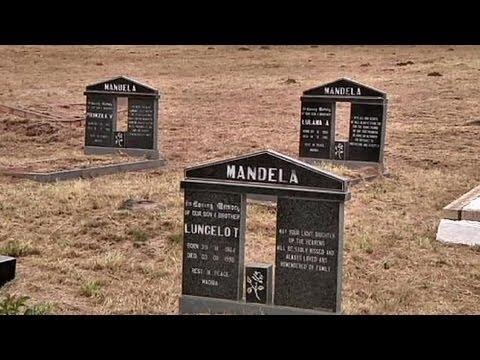Sudafrica: spostate tre tombe famiglia Mandela