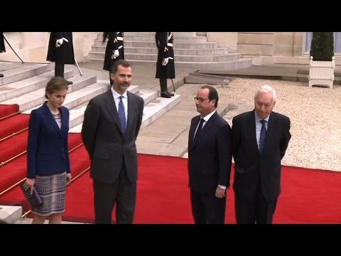 Spain's King Felipe VI cuts short French trip after crash
