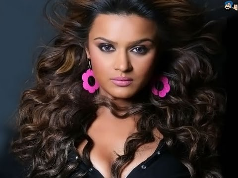 Bigg Boss 6: Why doesn't Aashka Goradia's boyfriend Rohit Bakshi want to talk to her