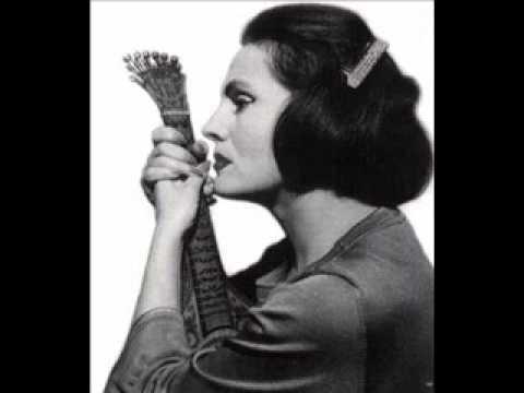 Imagen de la portada de la canción Fadinho Da Tia Maria Benta por Amália Rodrigues