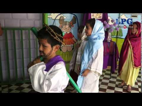 Niños celebran mini vía crucis