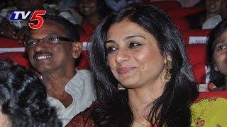 Tabu Shocks Bollywood | Tabu turns Singer : TV5 News