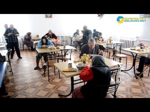 Одиноку бабусю перевезли у стаціонарне відділення Золочівського районного територіального центру