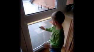 10203818075191899 Michael my 3,5 years old nephew is cleaning my windows ;-)