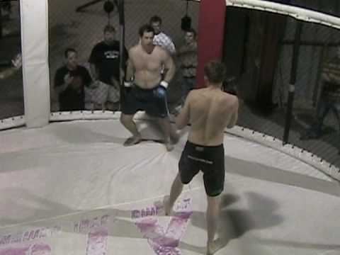 Street fighter vs. Amateur MMA fighter in cage