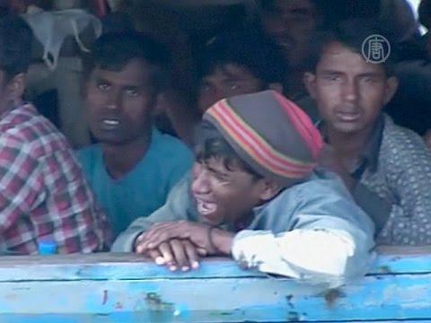Беженцев рохинджа заставляют сутками ждать в море (новости)