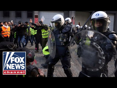 Anti-Macron riots in Paris turn deadly