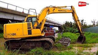 Excavator Truck: Fuso Self Loader Truck Unloading Excavator