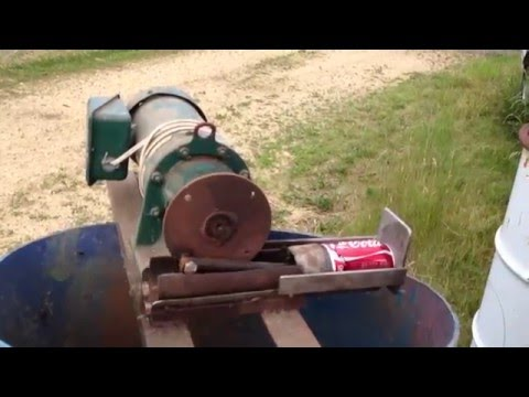 Aluminum pop can Pitman drive crusher