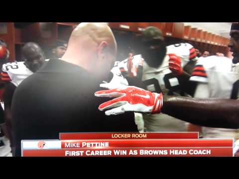 Browns Mike Pettine gets game ball from Brian Hoye