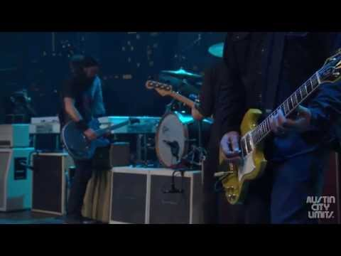 Foo Fighters - Outside