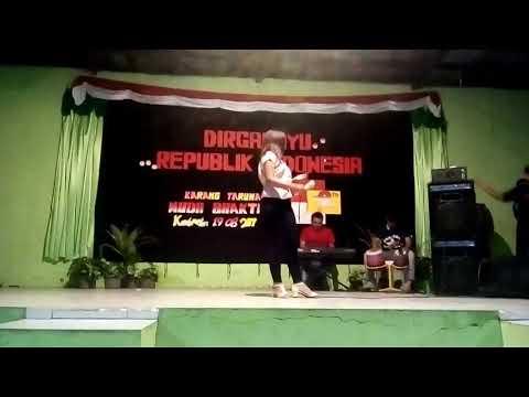 Anggun nyanyi dangdut di acara agustusan