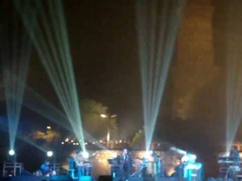 Hariharan live chanda re_qutub.MPG