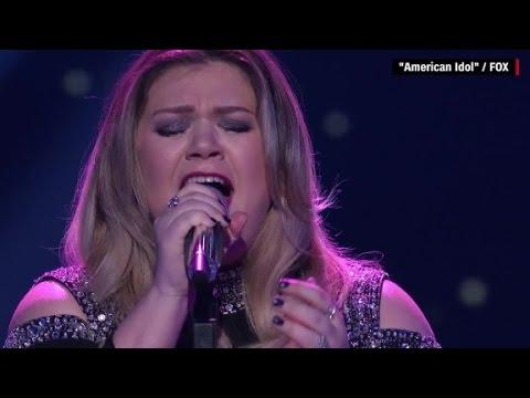 Kelly Clarkson tears up on 'American Idol'