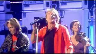 Rod Stewart - You Wear It Well (Live at Royal Albert Hall 2004)_clip1