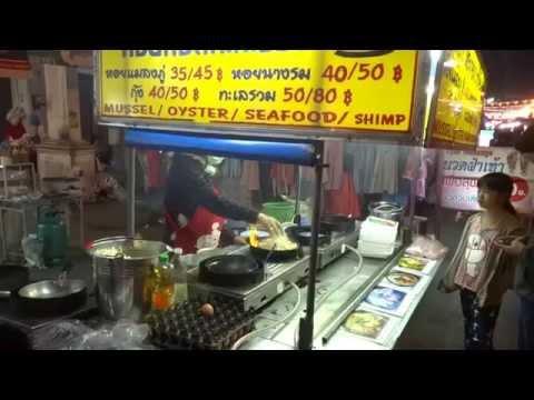 Mae Sai street food หอยทอดกะทะร้อน แม่สาย