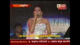 "Shreya Ghoshal singing ""Madhu malati"" at Banga Sammelan"