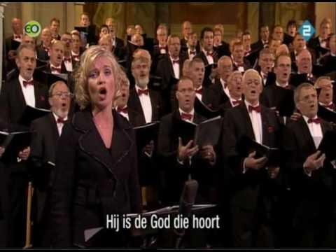 Nederland Zingt Er Is Een God Die Hoort video