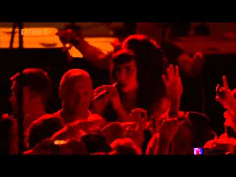 Amy Winehouse - Rehab (Live at Glastonbury 2008 - HD)