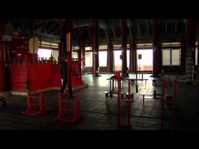Raw: Obama Tours Gyeongbok Palace