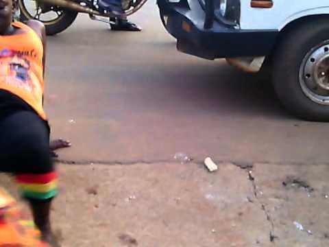 Kanga Moko Afanya Acheza Barabaran video