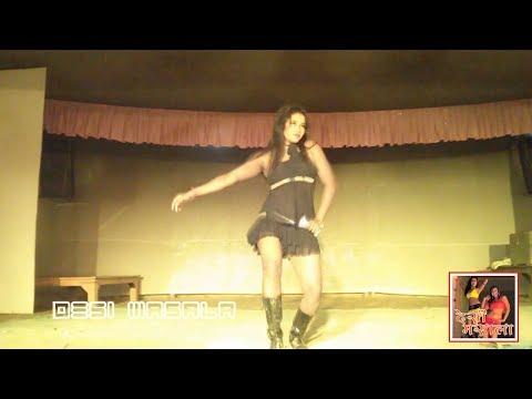 Sex Bomb Minakshi dancing in Shobha Samrat Theater at Sonepur Mela 2013
