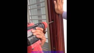 Quá trình lắp cửa thép vân gỗ