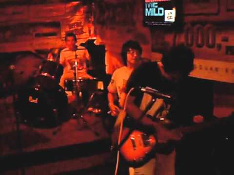 Lingkar - Pungguk (Live At Grunge Girl Party).mp4