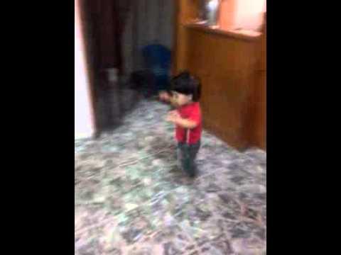 اجمل طفل بلعالم الطفل ورد يرقص على اغنيه الطلقه الروسيه thumbnail