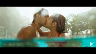 Parineeti Chopra Swim Suit Hot Kiss with Ranveer Singh www.Jalsatime.com
