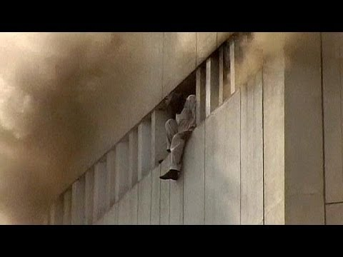 Pakistan: incendio in un edificio di 13 piani, diversi morti