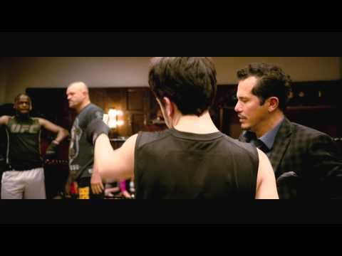 KICK-ASS 2. CON UN PAR -Chris contrata a unos matones