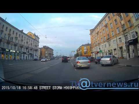 В Твери велосипедист врезался в иномарку