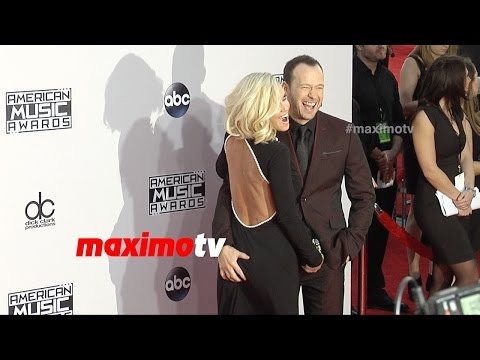Jenny McCarthy & Donnie Wahlberg | 2014 American Music Awards | Red Carpet Arrivals