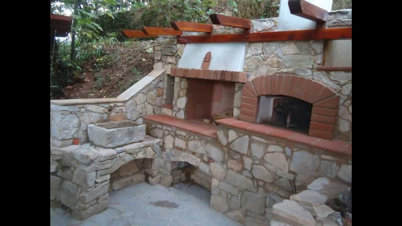 Forno a legna in pietra barbecue e fontana costruzione for Forno a legna in mattoni refrattari