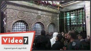 مواطنون يتباركون بزيارة مقام السيدة زينب احتفالا بالمولد النبوى