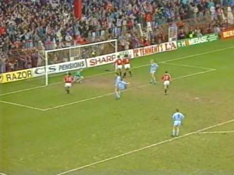 Full highlights of the Old Trafford derby from the 89/90 season featuring Ian Brightwell's brilliant equaliser. Manchester United v Manchester City, February...