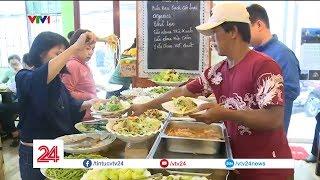 Quán ăn chay kỳ lạ ở Sài Gòn: Ăn tùy ý, trả tiền tùy tâm| VTV24