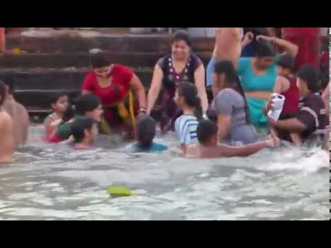 Girls Enjoing Bath In Haridwar- Ganges video