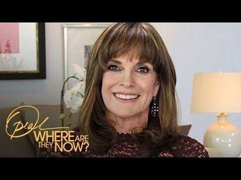 Dallas star Linda Gray reflects on the loss of her friend and co-star Larry Hagman. Plus, Melissa Joan Hart and Joey Lawrence, who were breakout stars in the '90s, invite cameras to the set...
