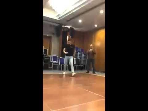 Танцует(2)