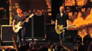 Foo Fighters Walk Live From iTunes Festival